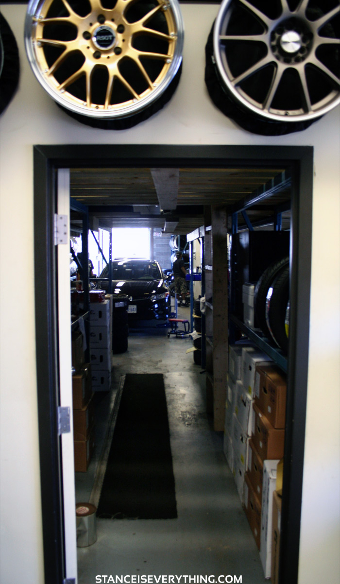 View into the garage of Simply Tire