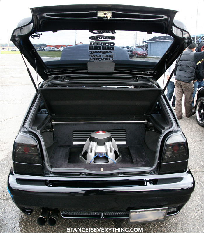 "Huge 15"" Alpine Type R owning the trunk real estate"