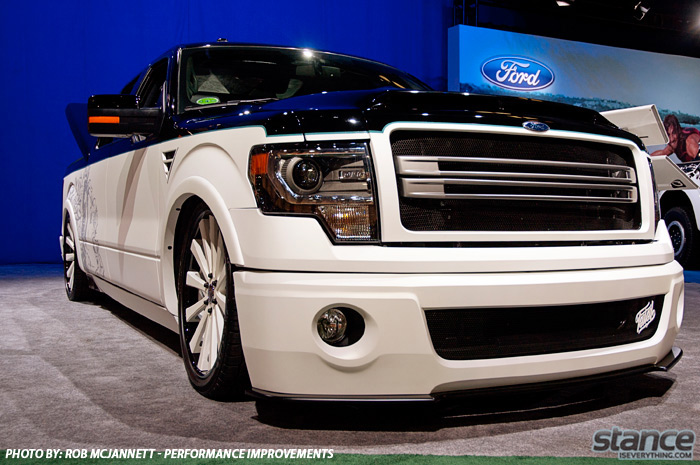 sema_2013_ford_booth