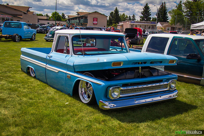 battle_at_the_bridge_2013_chevy_68_c10
