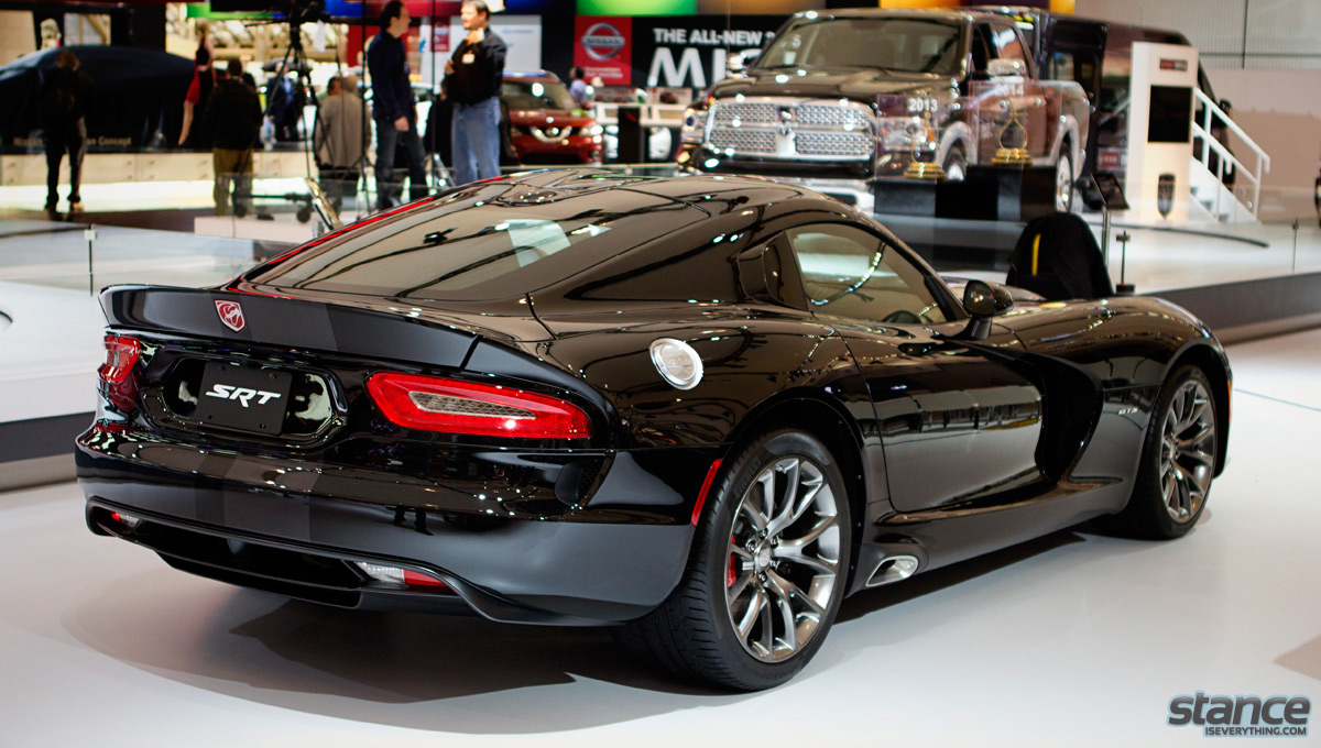 canadian_international_auto_show_2014_dodge_viper_side_2