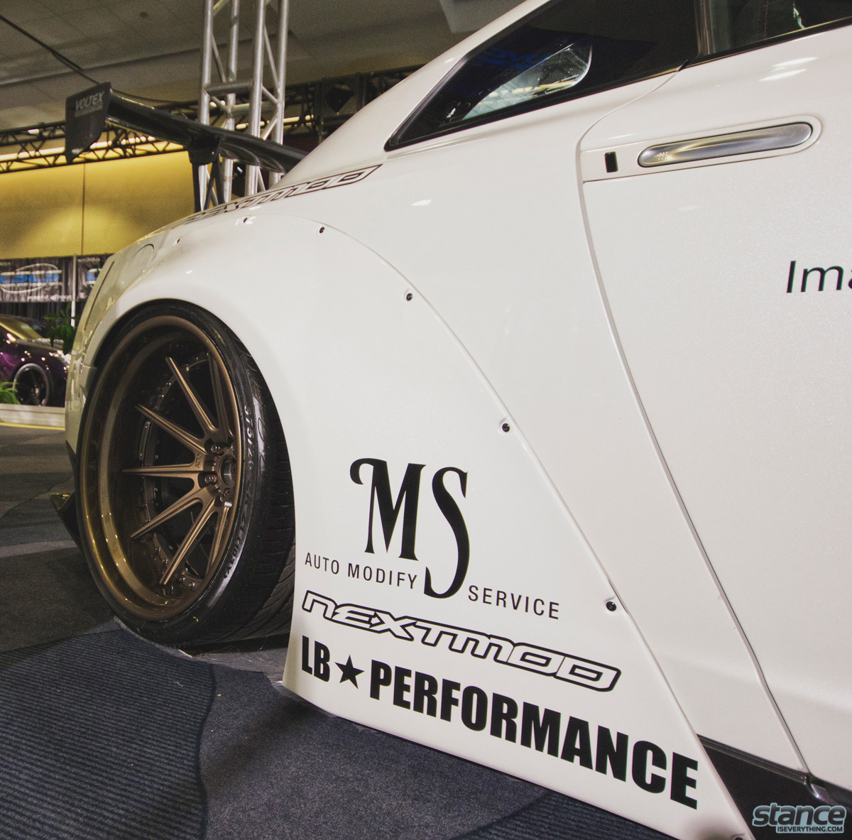 canadian_international_auto_show_2014_nissan_gtr_libertywalk_nextmod_fitment_close_up