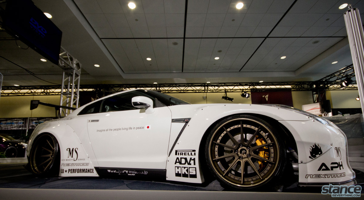 canadian_international_auto_show_2014_nissan_gtr_libertywalk_nextmod_side_1