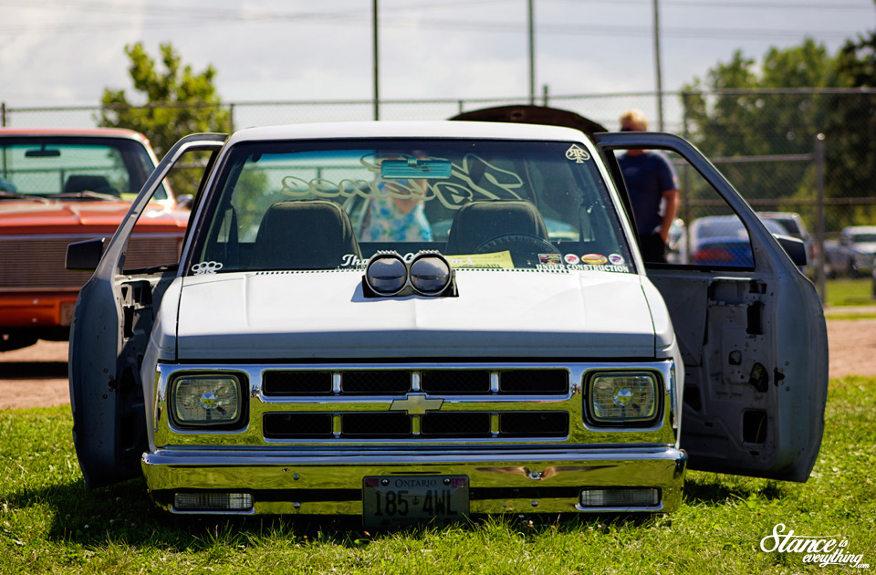 2014-reunited-car-show-bagged-chevy-s10-blown
