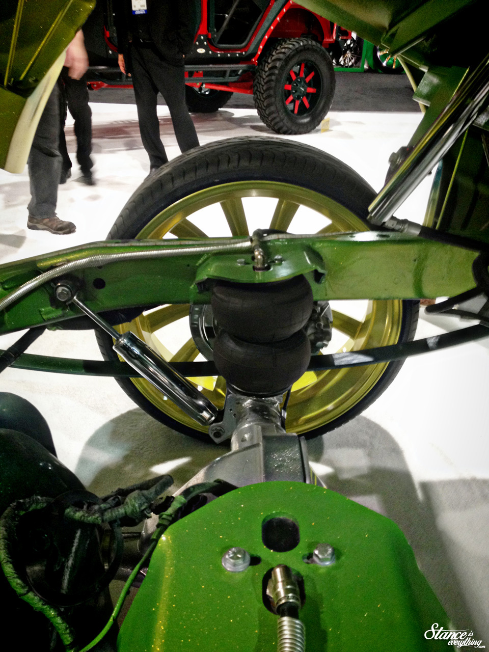 velocity-wheels-truck-sema-2014-suspension2
