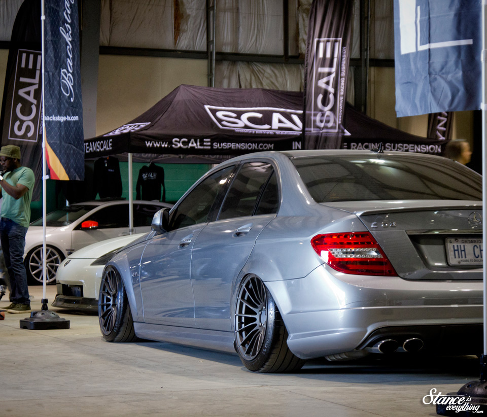 fitted-toronto-2015-benz-bagged-backstage
