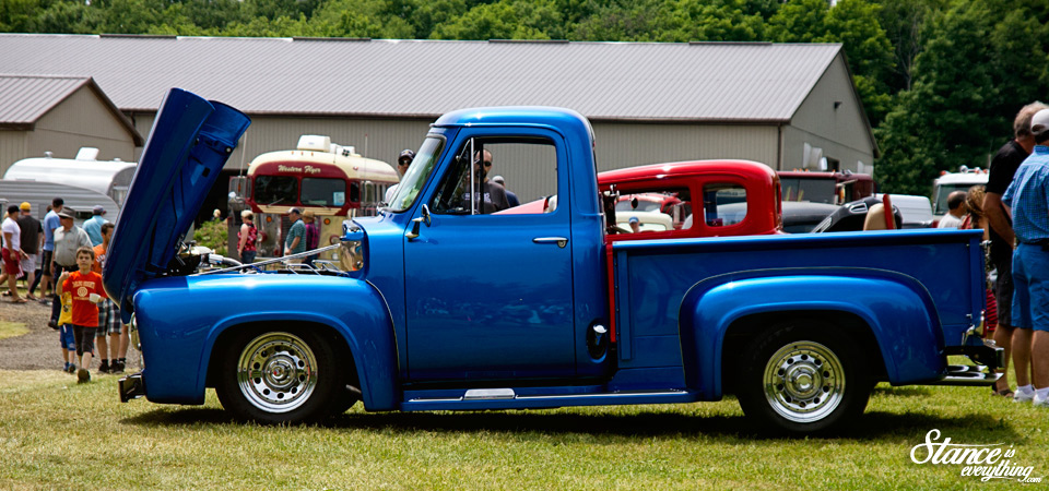 fleet-wood-kountry-cruise-in-blue-ford-truck