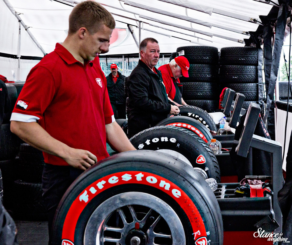 toronto-indy-2015-pits-tires-men