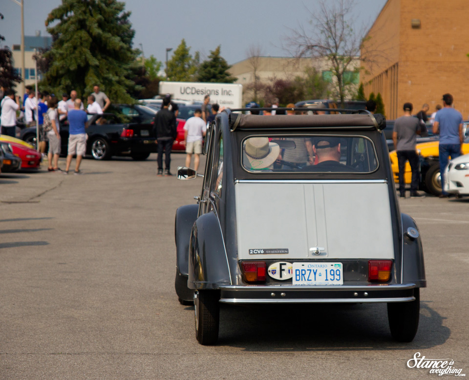 cars-and-coffee-toronto-citroen2cv-2