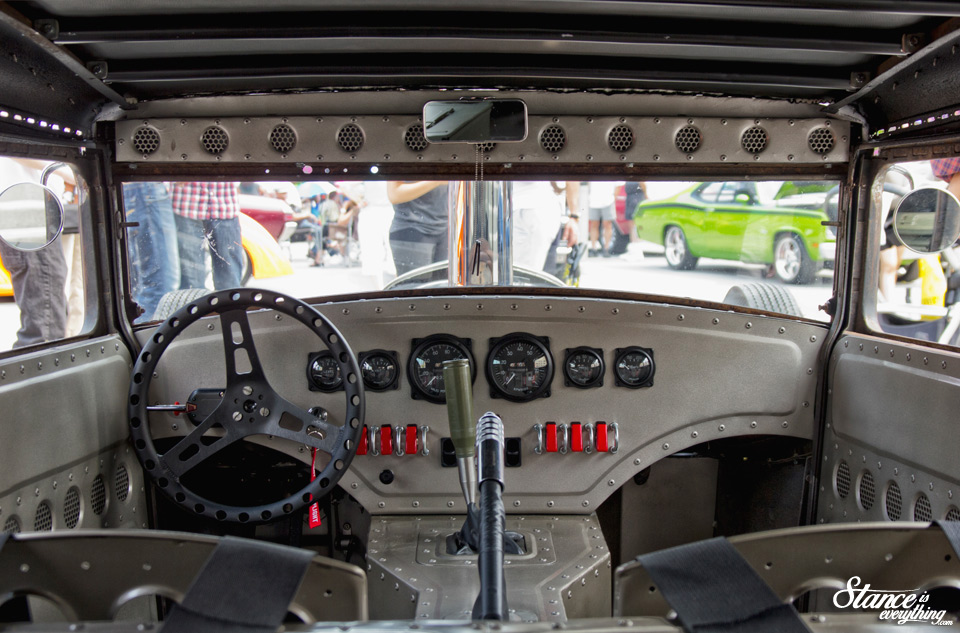 classics-on-the-square-ford-interior