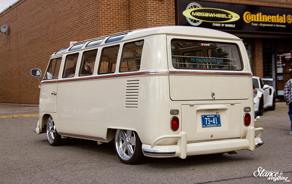 mega-wheelz-oktoberfest--vw-bus