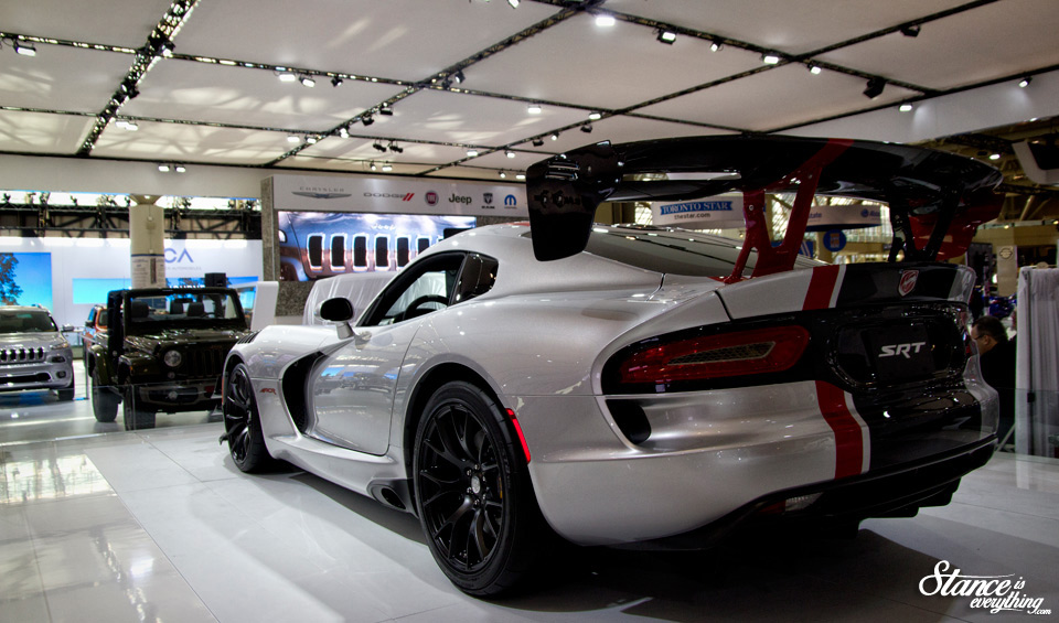 2016-canadian-international-auto-show-dodge-viper-acr-2