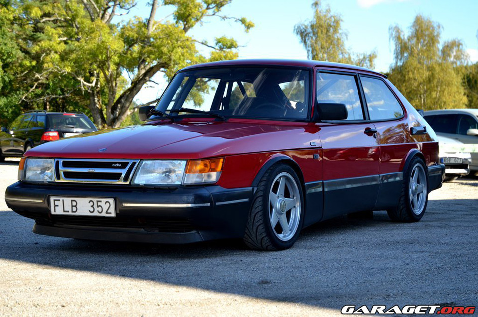 This 900 looks great on what appears to be Azev Type A wheels