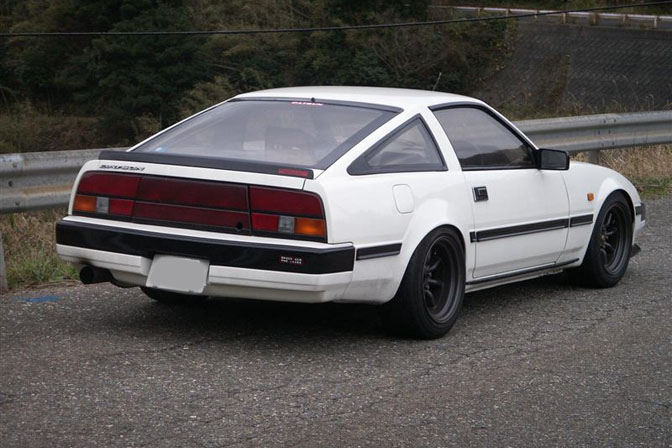 Can a z31 owner chime in here, is this an early model? Did the tail lights switch part way through the run? Love the Panasport wheels regardless