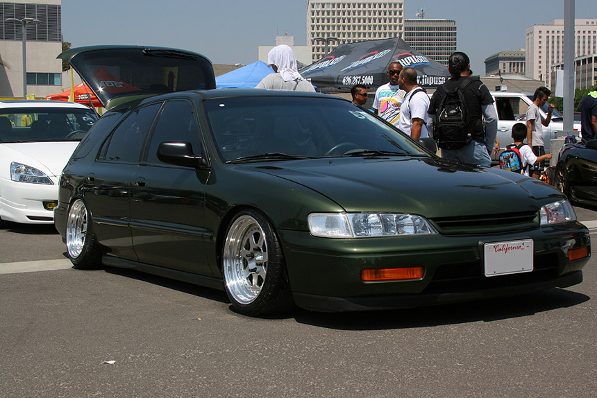 There is a similar Accord Wagon around here I should snap some pictures next I see it