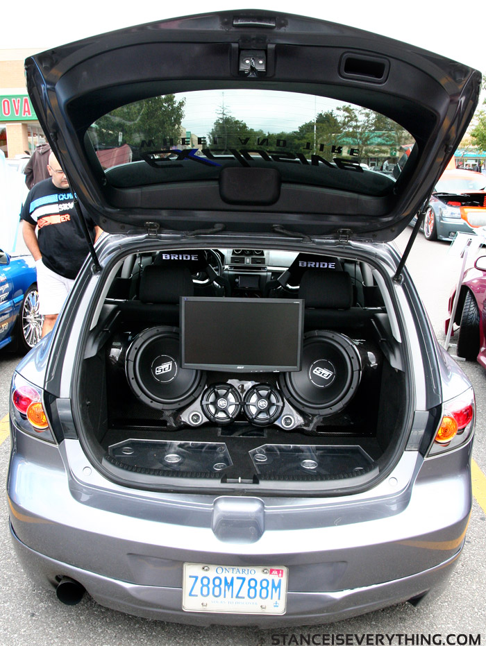 Exclusive wheel and tires Mazda3 with the new trunk setup