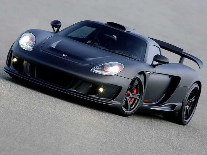 Takes a special type of enthusiast to take a car like the Carrera GT and black it out