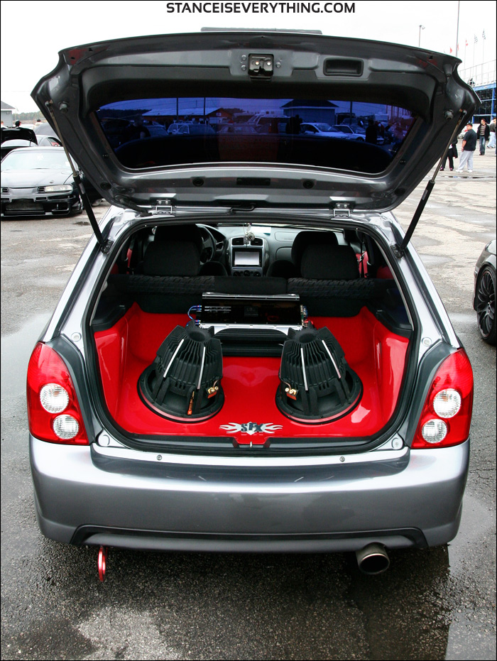 Nice setup in the trunk of the gray P5