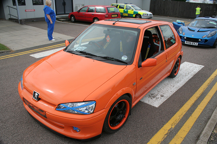 Pylon orange Peugeot with complimenting wheels