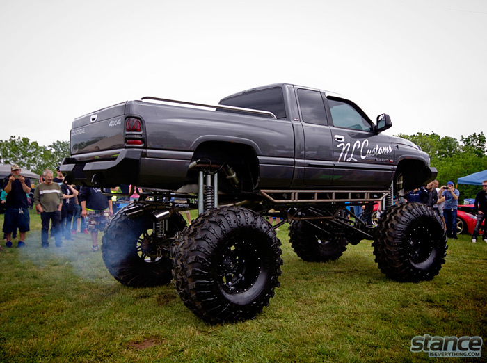 niagara_truck_and_tuner_expo_2013_truck_dodge_lifted