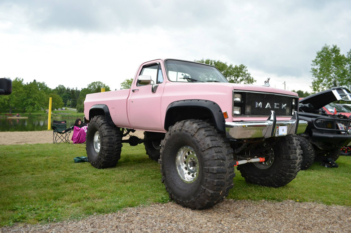 vanfest_18_2013_lifted_chevy_2