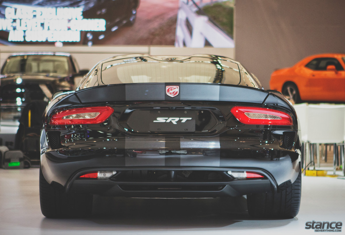 canadian_international_auto_show_2014_dodge_viper_rear