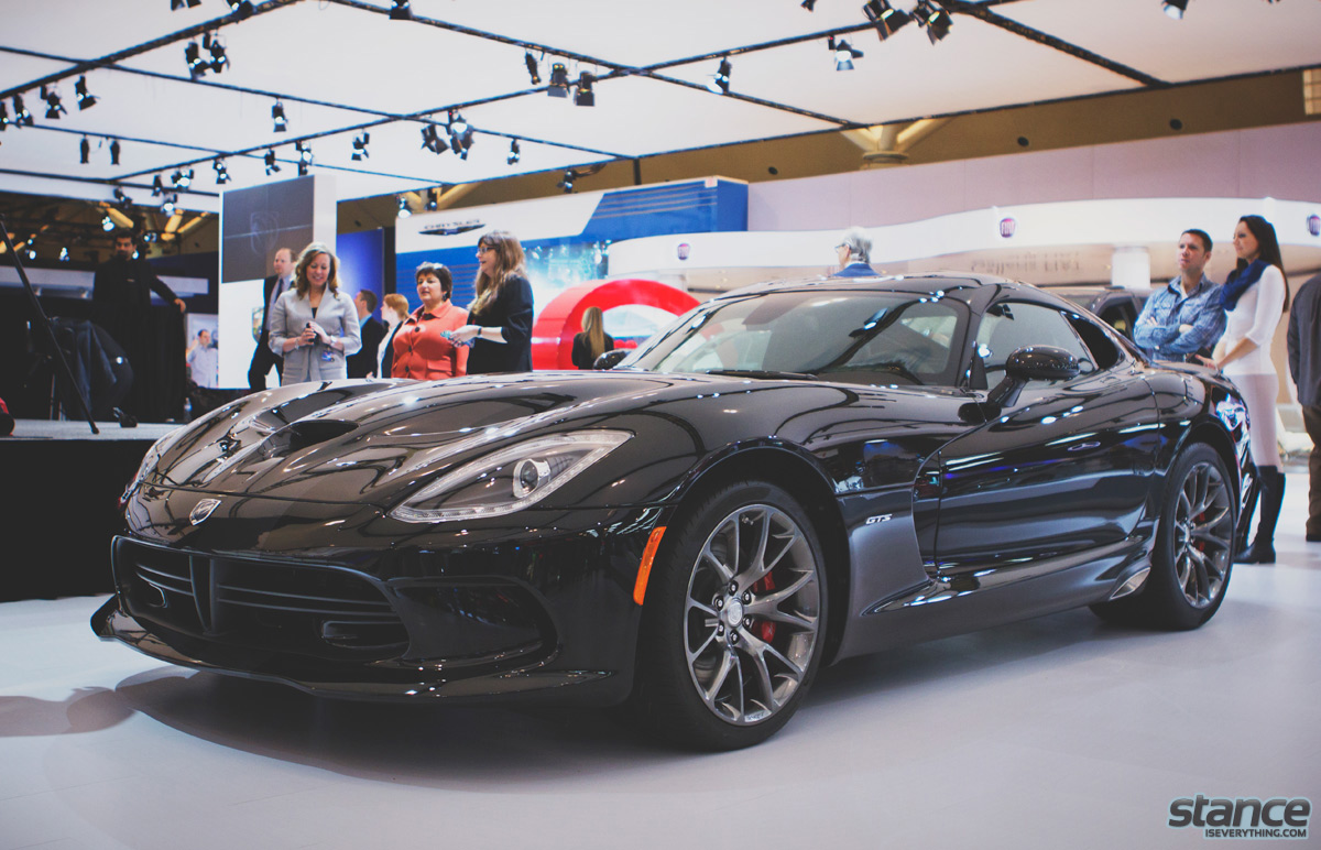 canadian_international_auto_show_2014_dodge_viper_side