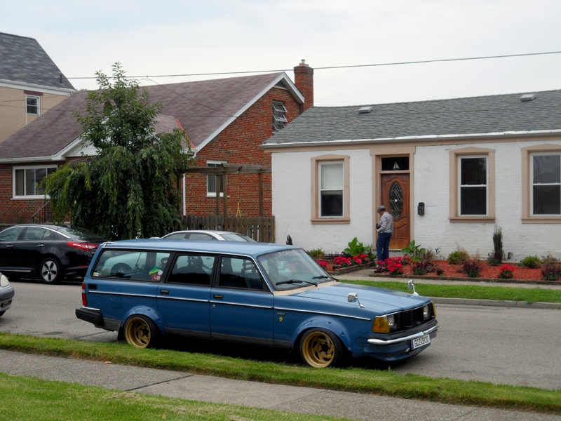 Theme Tuesdays: Volvo 240s - Stance Is Everything