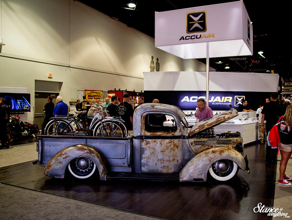 sema-2014-accuair-booth-1