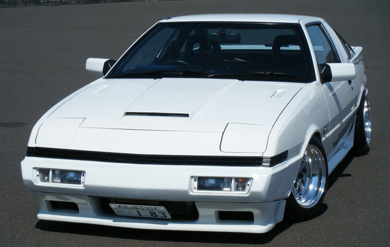 Really gives off proper JDM vibes, especially without the Chrysler badge!